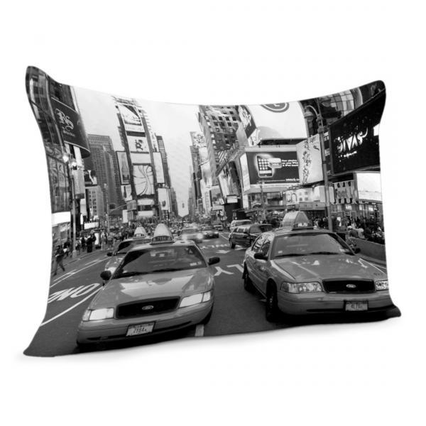 coussin noir et blanc taxi new york sur time square decodeo. Black Bedroom Furniture Sets. Home Design Ideas